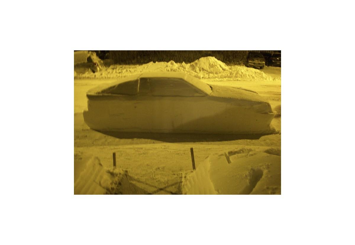 Curiosidades y noticias: Multan un coche de nieve